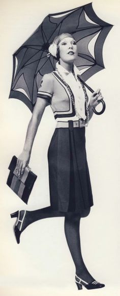 From Calzature Italiane di Lusso # 15/2 - 1968 Moda Fashion, 1960s Fashion, Fashion Brand, Looks Vintage, Retro Vintage, Black White Fashion, Black And White, Vintage Dresses, Vintage Outfits