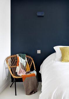 Peinture bleu nuit sur un mur ? Un 1/2 mur ?