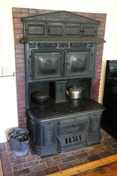 I would LOVE to have a stove like this! stove - by Cyrus Carpenter & Co., in the Loring-Greenough House Jamaica Plain, Boston, Mass. Love to cook in a stove.