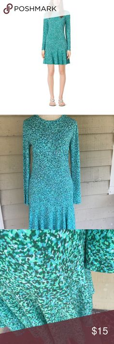 Michael Kors Pepper Green Drop Waist dress Michael Kors Pepper Green Drop Waist Dress! Size M, in awesome condition! Flirty style in jersey that makes this a great everyday, travel, or lounging piece! Michael Kors Dresses Long Sleeve
