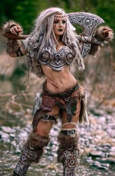 Female Viking cosplay by Jessica Nigri. Viking Warrior Woman, Warrior Queen, Warrior Girl, Warrior Princess, Viking Queen, Fantasy Female Warrior, Fantasy Women, Mädchen In Uniform, Barbarian Woman