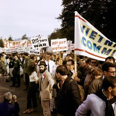 Here's a collection of 30 amazing color photographs of anti-Vietnam War protests in the United States from the 1960s-70s.