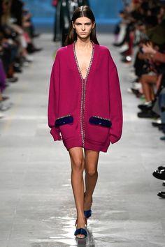 Christopher Kane Fall 2019 Ready-to-Wear Fashion Show - Vogue Vogue Fashion, Fashion Week, Fashion 2020, Daily Fashion, Runway Fashion, Winter Fashion, Womens Fashion, Fashion Trends, Fashion Outfits