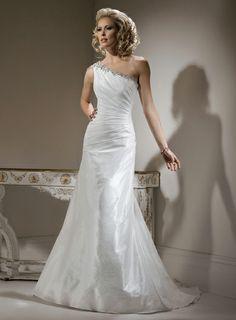 Fashionable One Shoulder Natural waist wedding dress.