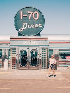 Retro Vintage Pit stop 1950s Aesthetic, Diner Aesthetic, Aesthetic Vintage, Vintage Modern, Retro Vintage, Summer Aesthetic, Aesthetic Photo, Vintage Industrial, Vintage Travel
