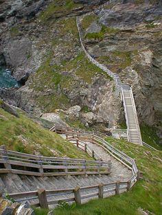 steps to tintagel castle
