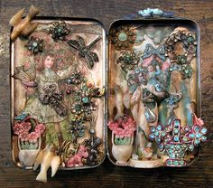 How To Choose Your Jewelry Armoire Altered Tins, Altered Art, Tin Can Crafts, Tin Art, Altoids Tins, Found Art, Coffee And Books, Tin Boxes, Cigar Boxes