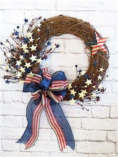4th of July Decorations Wreath Tutorial. Bring the spirit of summer and patriotism to your front door with this grapevine wreath tutorial and ideas. Thank you Etsy Shop Dazzlement for letting us feature!  #wreaths #crafts #4thofJuly