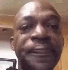متجر ذرابة On Twitter شكلي وأنا أستقبل غزل الحبايب وأجه ز لهم الهدايا Crying Meme Memes Crying Man