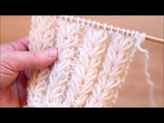Kukkakuvioinen joustinneule joustaa hyvin. Knitting Help, Knitting Stiches, Knitting Videos, Knitting Charts, Crochet Videos, Knitting For Beginners, Lace Knitting, Knitting Socks, Knitted Hats