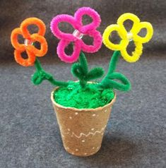 Mother's Day craft: Pipe cleaner flower pot