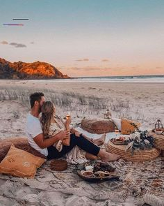 Felt the biggest joy when finding myself in bohemian wonderland, Byron Bay, with and surrounded by so many beautiful souls. Romantic Dates, Romantic Couples, Romantic Weddings, Romantic Night, Propositions Mariage, Beach Proposal, Cute Date Ideas, Dream Dates, Beach Date