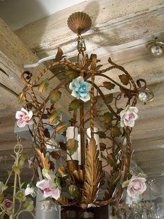 Antico Lampadario Lanterna in Ferro Verniciato Decorato con Rose di Porcellana on Etsy, €263,14