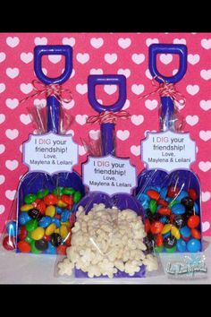 "This would be cute for a construction party with orange yellow or white shovels and Reese's pieces and a tag that says ""Dig In""  Cool party bag idea for boys construction party"