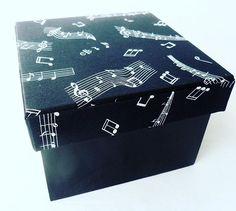 Caixa de música preta e branca ! 🎵🎶🎼 Entre em contato ! #musica #mdfdecorado  #mdfpersonalizado  #arteemfoco #arteemmdf  #artesanato