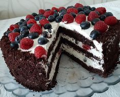 Fantastická čokoládovo-smotanová torta s ovocím (fotorecept) - recept | Varecha.sk Kefir, Tiramisu, Cooking Recipes, Sweets, Baking, Cake, Ethnic Recipes, Desserts, Tailgate Desserts