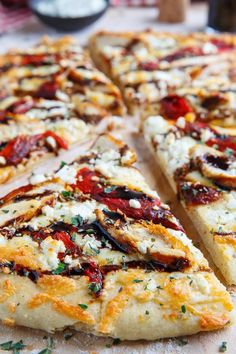 Mediterranean Grilled Chicken and Roasted Red Pepper Pizza with Feta and Balsamic Glaze Recipe : A Mediterranean themed pizza with marinated grilled chicken, sweet roasted red peppers, salty feta and a tart balsamic drizzle. Pizza Recipes, Grilling Recipes, Dinner Recipes, Cooking Recipes, Skillet Recipes, Kid Cooking, Cooking Tools, Marinated Grilled Chicken, Grilled Pizza