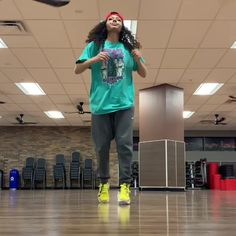 Love your dance Videos but are you guys lesbains. Dance Choreography Videos, Dance Music Videos, Dance Sing, Cool Dance, Music Mood, Mood Songs, Danse Twerk, Funny Dancing Gif, Baile Hip Hop