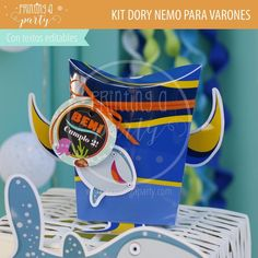 Muchas ideas para decorar tu fiesta de Dory y Nemo con estas decoraciones para imprimir y armar. Recibí tu kit en tu mail, imprimí y decorá. Nemo Y Dory, Cavaliers Logo, Party Printables, Team Logo, Invitation Cards, Printables, Tags, Decorations, Invitations