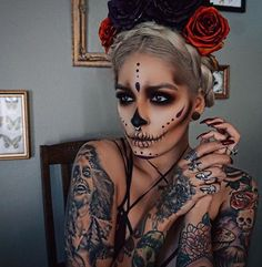 A great and simple Halloween look strong black eyelashes - Karneval - halloween makeup Disfarces Halloween, Halloween Makeup Sugar Skull, Sugar Skull Makeup, Halloween Inspo, Halloween Makeup Looks, Skeleton Makeup, Vintage Halloween, Vintage Witch, Skeleton Costumes