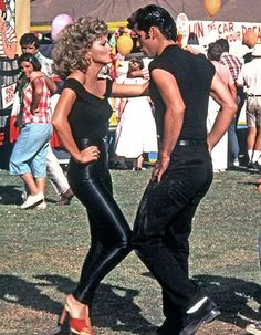 olivia newton-john and john travolta in grease Grease Sandy, Danny Grease, Sandy Grease Outfit, Grease Outfits, Grease Costumes, Iconic Movies, Old Movies, Classic Movies, Vintage Movies
