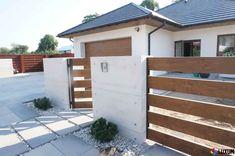 Zainspiruj się projektami domów i wnętrz od profesjonalistów. House Fence Design, Modern Fence Design, Door Gate Design, Front Yard Fence, Front Yard Landscaping, Outdoor Glider, Garden Retaining Wall, Brick Design, Backyard Fences