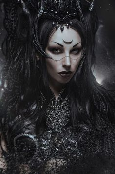 Dark Art / Photography / Gothic / woman / Black / fantasy / Creepy // ♥ More @lDarkWonderland