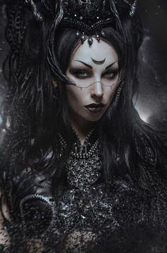 Dark Art / Photography / Gothic / woman / Black / fantasy / Creepy // ♥ More @lDarkWonderland