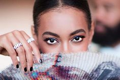Summer makeup idea: Ultra-black dramatic lashes on Solange