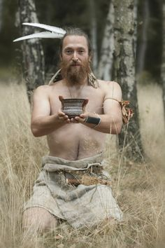 Bell Beaker culture Prehistory, Bronze Age, Game Of Thrones Characters, Culture, Fictional Characters, Clothes, Art, Dress, Fashion