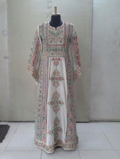 Traditional Palestinian thobe. #jalabiya #arabian Modest Fashion, Hijab Fashion, Fashion Beauty, Fashion Outfits, Muslim Veil, Arabic Dress, Palestinian Embroidery, Afghan Dresses, Folk Costume