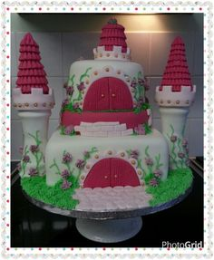3 tier strawberry flavour castle cake. Www.thepurplewhisk.co.uk