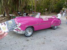 Une vieille voiture américaine à Cuba. www.pass-age.fr