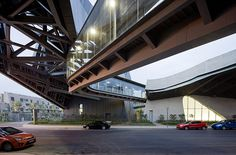Giant Interactive Group Corporate Headquarters / Morphosis Architects
