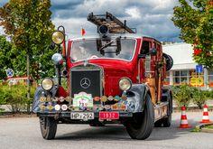 https://flic.kr/p/X4QM6U   MERCEDES-BENZ Lo 2000 1932 Feuerwehr Heppenheim   23. Bergsträßer-ADAC Oldtimer-Klassik  Löschgruppenfahrzeug Aufbauhersteller: Metz ------------------------------------------ Der Mercedes-Benz Lo 2000 ist ein leichtes Nutzfahrzeug der Daimler-Benz AG. L bedeutet, dass es ein Lastwagen ist, o steht für Omnibus, 2000 ist die Nutzlast in kg. Den Lo 2000 gab es somit sowohl mit Lkw-Aufbau als auch mit Omnibusaufbau. Von 1932 bis 1940 wurden im Mercedes-Benz-Werk…