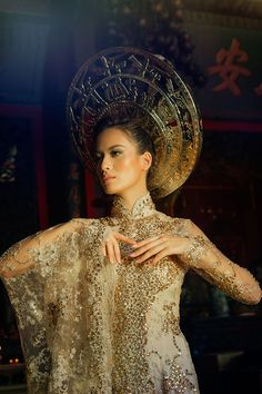 Hedonist Magazine features 'The Golden Imprint', an art photography project  between Madrid-based Vietnamese photographer Viet Ha Tran, and the Ho Chi  Minh City-based Vietnamese leading fashion designer Van Thanh Cong to  promote Vietnamese tradition and fashion to the world.  The photos from