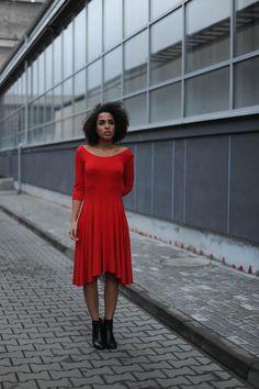 Schlichtes und elegantes Kleid mit schwingendem Rock, entspanntes Kleid für die Feiertage / elegant red midi dress for the festive season made by Kokoworld via DaWanda.com