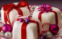 Little present cakes.