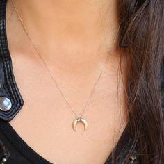 d8875ca44d9ee Feidt horn moon necklace   Gold horn moon necklace. Collier LuneFermerCornes