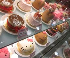 i adore the hello kitty cakes