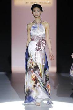 Selección de vestidos de fiesta estampados y con diseños florales 2013 [Galeria]