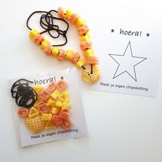 Make your own crisps necklace favor idea Little Presents, Little Gifts, Boy Birthday, Birthday Parties, Make Your Own, Make It Yourself, School Treats, Birthday Treats For School, Malu