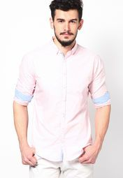 Strut your stuff wearing this regular-fit casual shirt by United Colors of Benetton. Featuring a comfortable stitch and sharp design, this casual shirt is fashioned using cotton that makes it a delight for skin. You can pair it with any colour trousers and easily carry it off at office, day outings or even on a shopping spree.