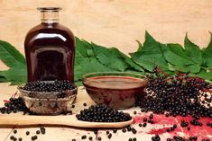 Natural Remedies For Flu 7 Immune Boosting Foods and Herbs for Back-To-School - These 7 immune boosting foods and herbs will help you boost your immune system for back-to-school time. They're especially good for Autumn and cool seasons. Elderberry Recipes, Elderberry Syrup, Homemade Sauerkraut, Sauerkraut Recipes, Lime Tea, Types Of Berries, Carb Cycling Diet, Alkaline Diet, Marmalade