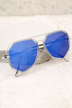 0446090ee381 14 Best Blue aviators sunglasses outfit images