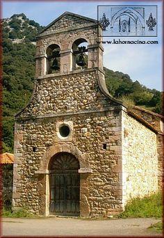 Iglesia de santo Adriano de Tuñón, Asturias. Es del s. IX y conserva parte desus primitivos frescos en la capilla mayor y en el ábside