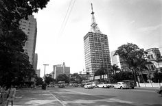 Na década de 1970, projeto 'Nova Paulista' ampliou as vias por causa do trânsito intenso