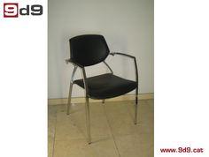 Silla de oficina de segunda mano, con estructura cromada, asiento TAPIZADO NUEVO y respaldo de PVC negro. PVP: 50€.