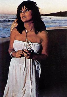 Linda Ronstadt Photos of Country Singers, Country Music, Jules Supervielle, Women Of Rock, Norma Jeane, Celebs, Celebrities, Pop Music, Music Icon