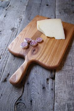 handmade cutting board in elm lumber, https://www.etsy.com/shop/SeedsandSawdust ,